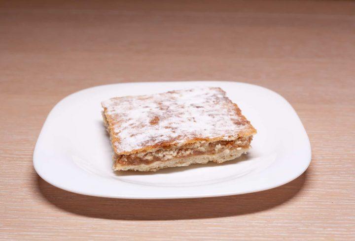 Prăjitură cu mere cu foi de casă de post