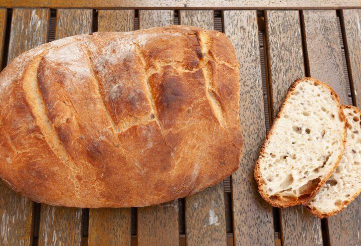 Pâine de casă cu unt și semințe
