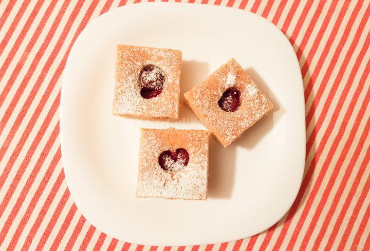 Prăjitură de post cu vișine