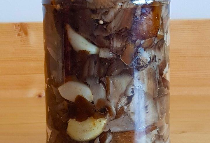 Salată de ghebe cu usturoi (conservă)
