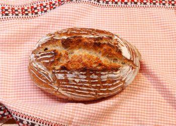 pâine cu drojdie sălbatică făcută in vas yena