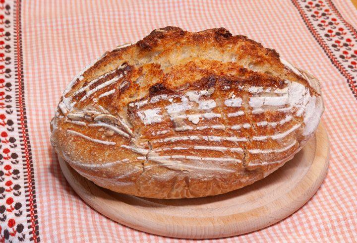 Pâine cu maia naturală coaptă la yena