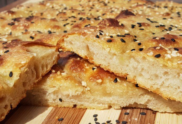Pâine turcească plată cu maia, fără frământare