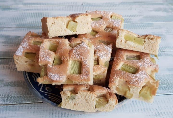 Prăjitură cu rubarbă
