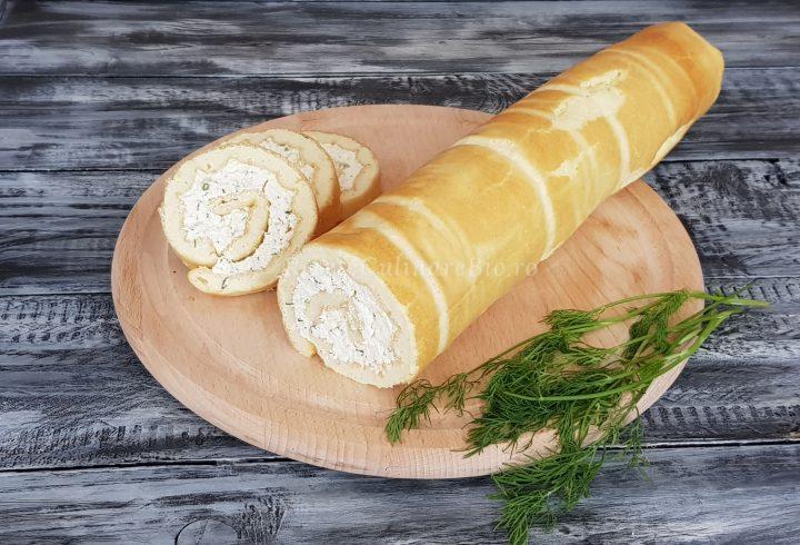 Ruladă cu urdă/brânză de vaci şi mărar